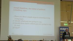 Louis F. Perron en un momento de su panel sobre las lecciones de la campaña de Obama.